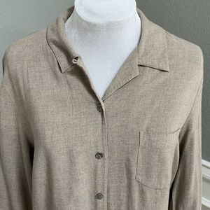 Ann Taylor Rayon Button-Up w Back Pleat